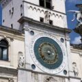 """Padova """"Città per la vita"""": la Torre dell'Orologio illuminata contro la pena di morte"""