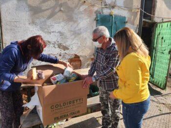 Pasqua solidale: a Piazzola sul Brenta, casa per casa con l'assessore al sociale